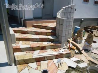 スマイルガーデン明石 自然石貼り 乱形階段