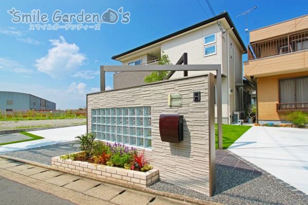 ガラスブロックが印象的なデザインウォール 加古川市