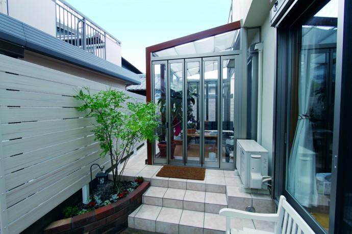お庭とリビングをつなぐガーデンルーム