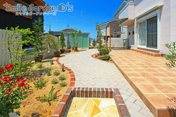 お庭のアプローチ デザイン外構 スマイルガーデン