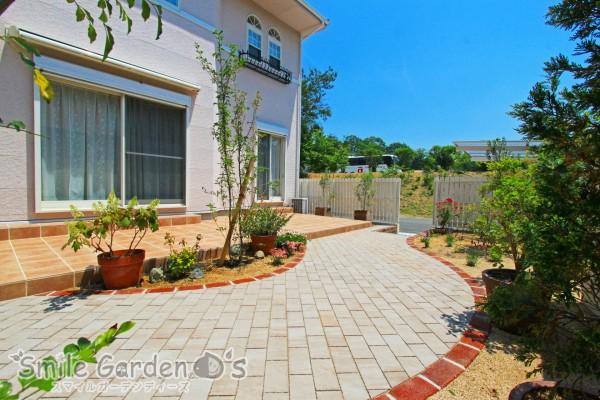 ガーデンリフォーム タイルテラスのあるお庭 大久保