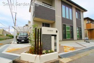 花壇と一体感のある門まわり 加古川