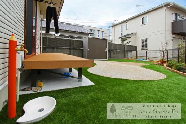 ウッドデッキと人工芝のお庭 大久保