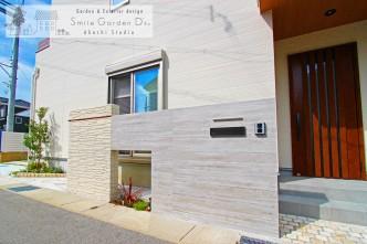 印象深い杉板枠のRC風オリジナル門柱 明石市