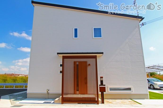 シンプルなお家とナチュラルな外構との融合