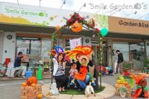 家族で記念写真 ハロウィン仮装 スマイルガーデン 播磨町