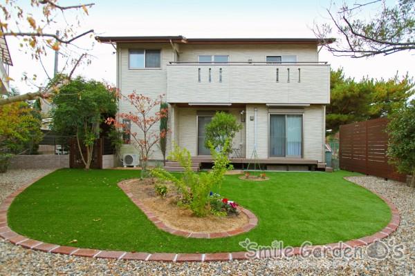 人工芝と樹脂デッキで快適なお庭 スマイルガーデン 高砂