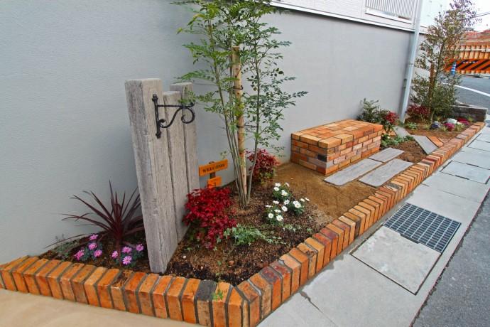枕木 花壇 レンガ