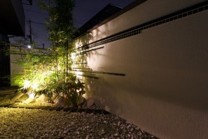 タカショー商品でライトアップされたお庭