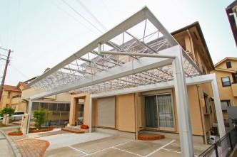 最大間口と透明の屋根材で開放感のあるカーポート
